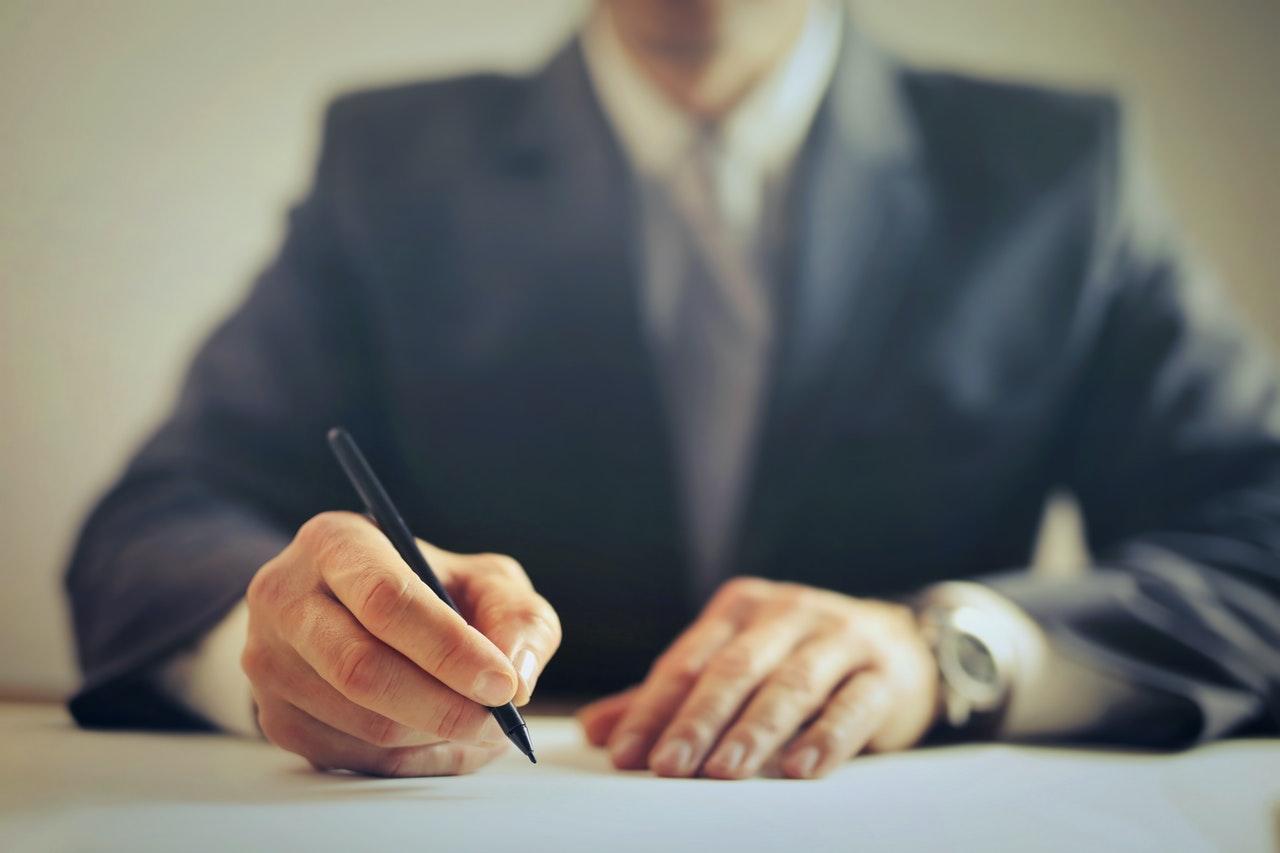 verschijnen voor een Spaanse notaris